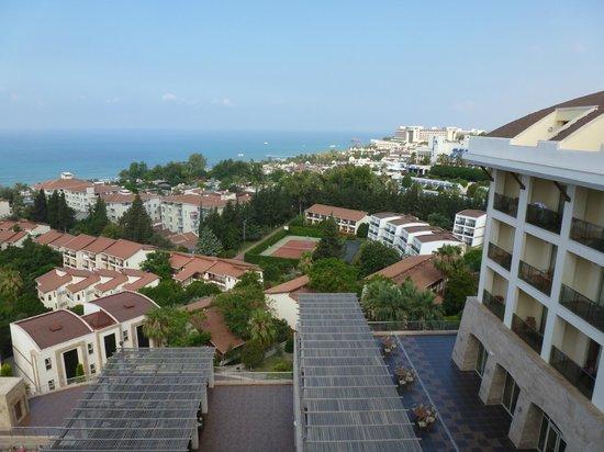 Horus Paradise Luxury Resort: Вид с терассы отеля на Средиземное море