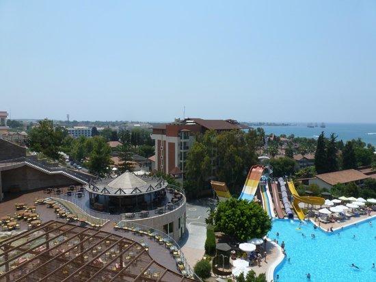 Horus Paradise Luxury Resort: Вид на территорию (включая собственный аквапарк отеля)