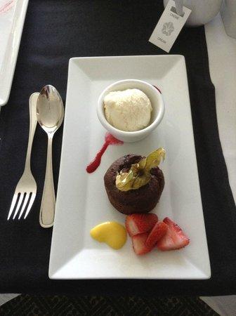 Hotel Omni Mont-Royal: room service dessert
