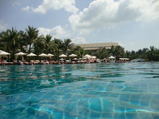 Sofitel Krabi Phokeethra Golf & Spa Resort : Very large pool