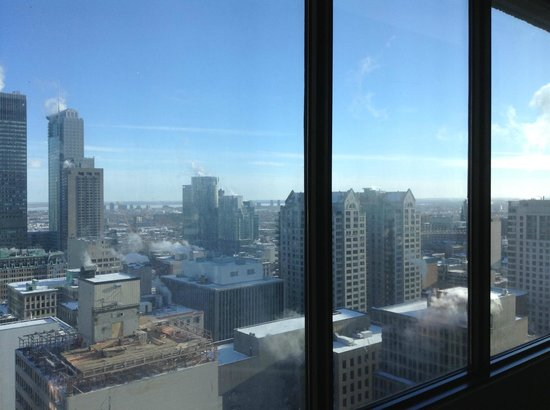 Hotel Omni Mont-Royal: view of Montreal from room