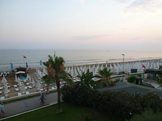 Horus Paradise Luxury Resort: Пляж за полчаса до заката