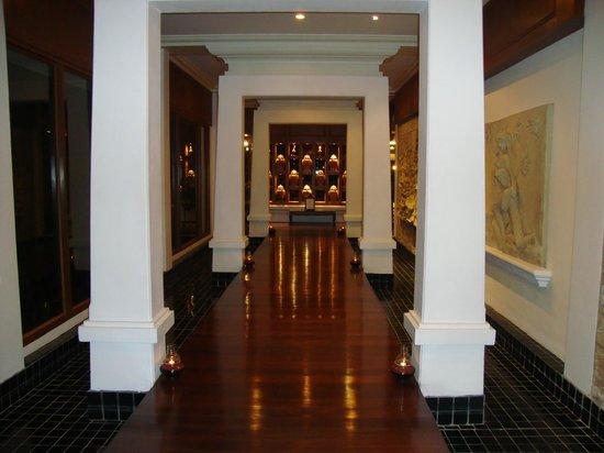 Sofitel Krabi Phokeethra Golf & Spa Resort : Way to the restaurant (thai restaurant?)