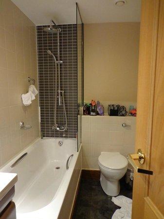 The Sanctuary House Hotel: Bathroom