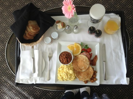 Hotel Omni Mont-Royal : room service breakfast