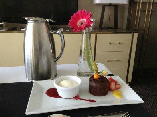 Hotel Omni Mont-Royal: room service
