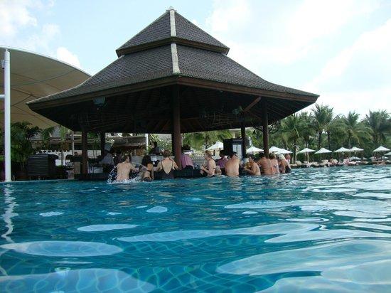 Sofitel Krabi Phokeethra Golf & Spa Resort: Pool bar