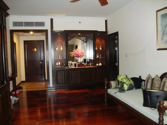 Sofitel Krabi Phokeethra Golf & Spa Resort: Suite, living room