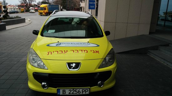 "INTERNATIONAL Hotel Casino & Tower Suites: Sign says ""I speak Hebrew"""