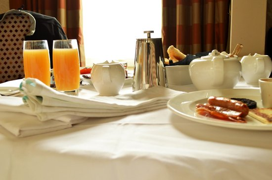 The Howard: Breakfast delivered to our room!