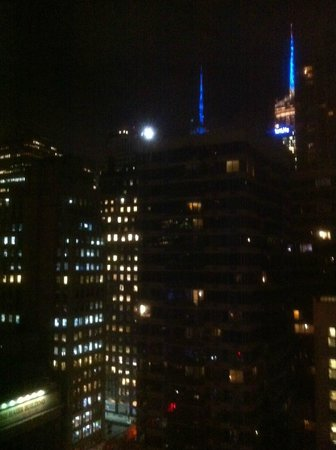 Hilton Garden Inn New York/West 35th Street: Empire State Building at night from my window