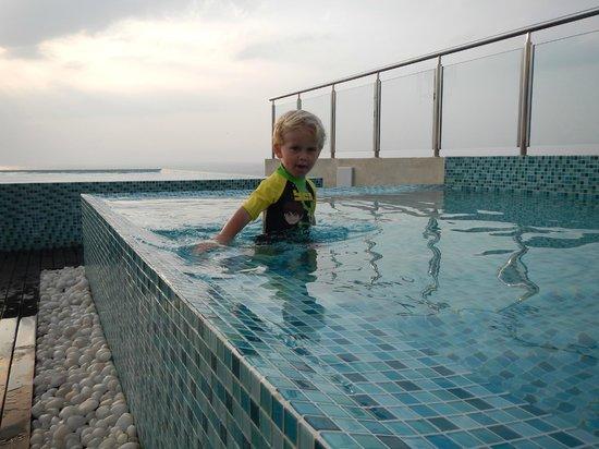 Renuka City Hotel: Pool
