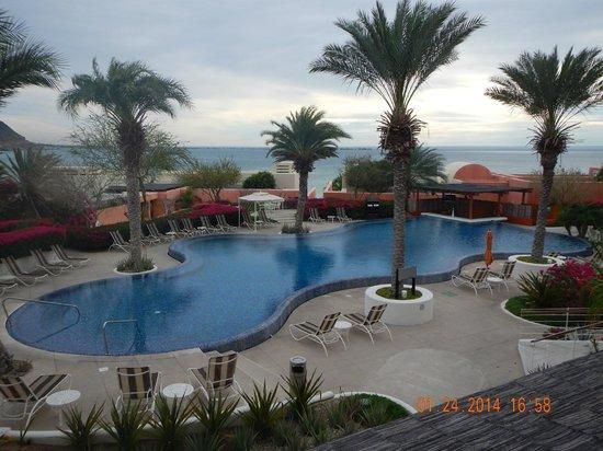 CostaBaja Resort & Spa : Beautiful Pool Area at Resort with swim up bar!