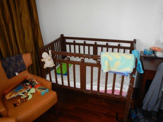 Renuka City Hotel: Baby cot
