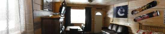 Glacier View RV Park & Cabins : Cabin 4 panoramic view of living room