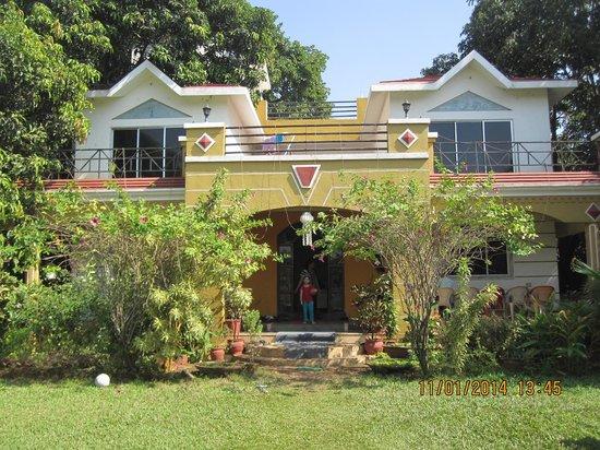 Ghanvatkar Bunglow at Zirad : bungalow front view