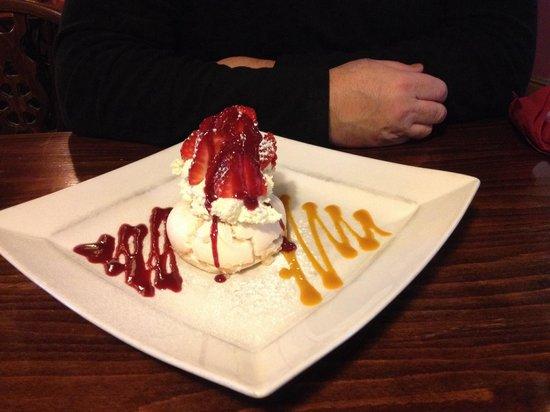 The Royal Oak: Strawberry meringue