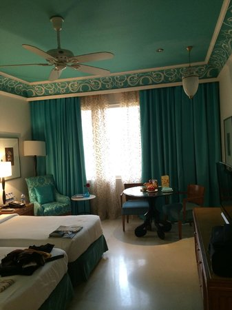 Jai Mahal Palace: Brightly coloured rooms!