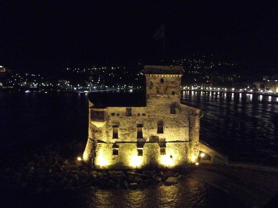 Italia e Lido Hotel: vista notturna sul castello