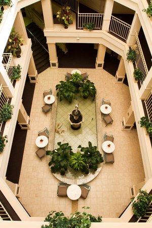 Bella Vista Suites : Hotel Atrium