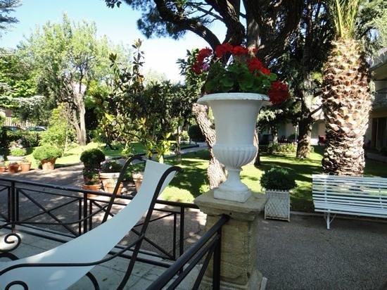 New Hotel Bompard: lovely garden