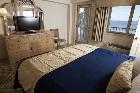 Bella Vista Suites : Lakeside Suite