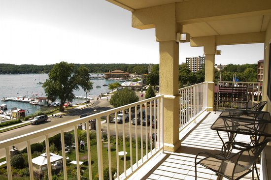 Bella Vista Suites: Lakeside Balcony View