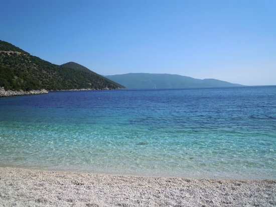 Antisamos Beach: Clear water