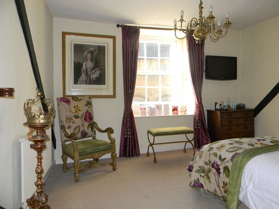 White Hart Royal Hotel: King Charles suite