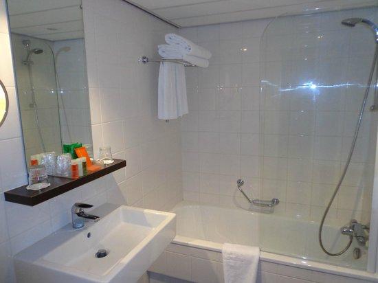 NH Amsterdam Caransa: Il bagno della nostra stanza