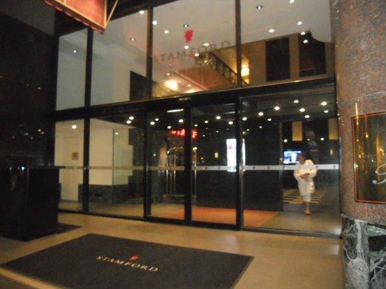 Stamford Plaza Melbourne: Outside entrance