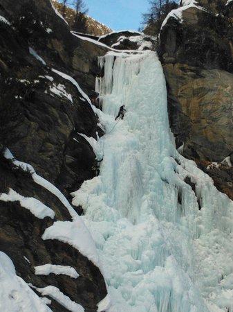 Lillaz Waterfalls : Cascatisti in azione