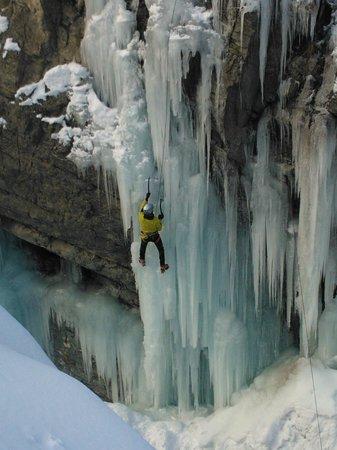Lillaz Waterfalls : Che emozione...appesi al ghiaccio