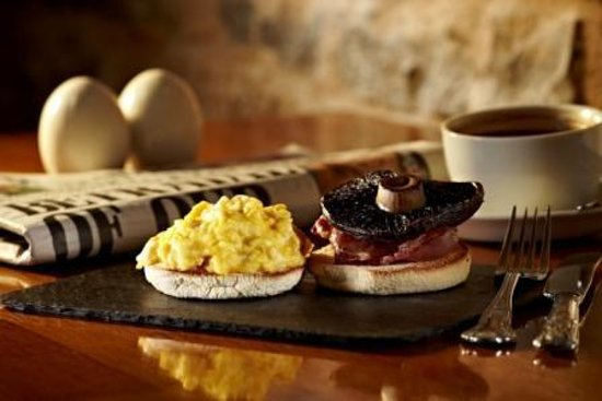 The Crossways: Scrambled egg, toasted muffin and portobello mushroom