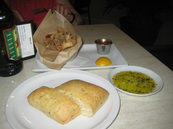 Romano's Macaroni Grill: Calamari and the Rosemary Bread
