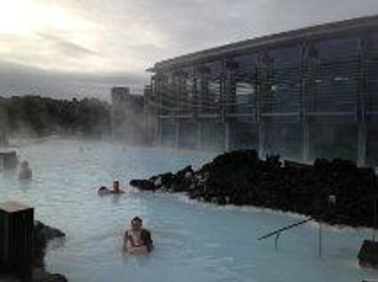 Blue Lagoon Iceland: A side pool looking toward the restaurant