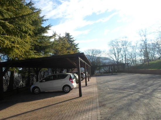 Villa del Poeta: parcheggio