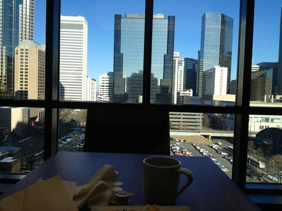 Hyatt Place Charlotte Downtown: View from 10 th floor at breakfast