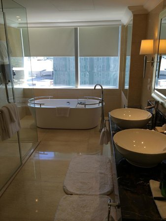 Raffles Makati : Bathroom