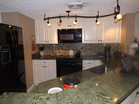 Carolina Winds: kitchen