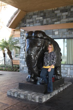 Azure Hotel & Suites Ontario, A Trademark Collection Hotel: Big Elephant