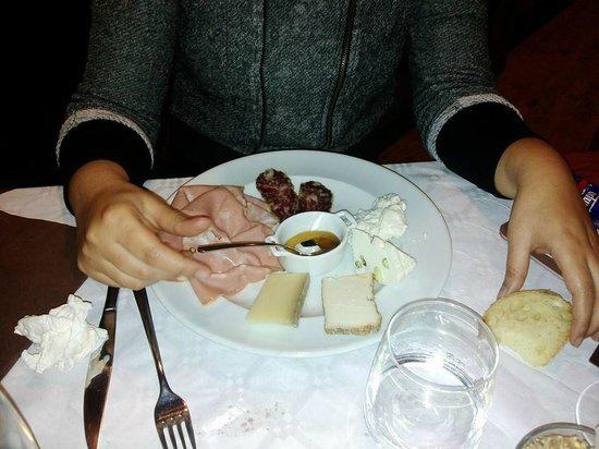 """Ristorante """"Terracotta"""": antipasto piatto di formaggi e salumi"""