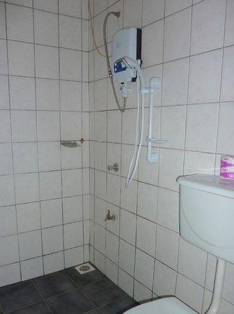 Hotel Acacia: Bathroom