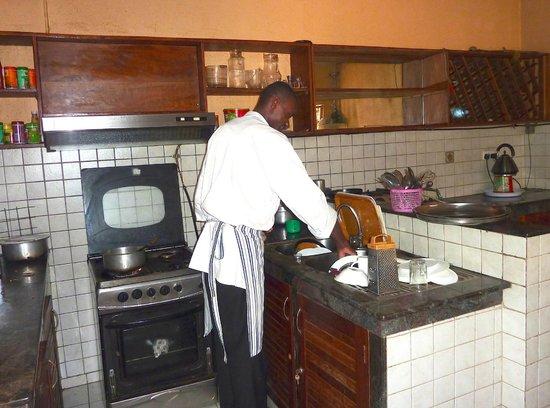 Hotel Acacia: Kitchen