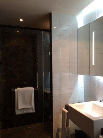 ME Madrid Reina Victoria: rest room