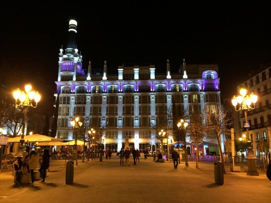 ME BY MELIA MADRID Reina Victoria : hotel night view