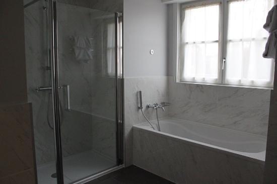 Clarion Hotel Chateau Belmont : Salle de bain