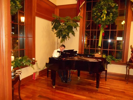 The Inn at Christmas Place: Friday evening entertainment in the grand lobby.