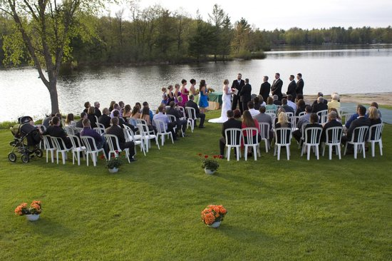 Christie's Mill Inn and Spa: Our outdoor wedding
