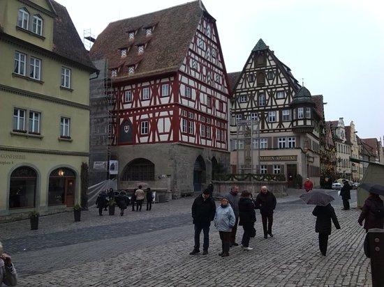 Altstadt: Marktplatz... la place principale de la ville, fin décembre